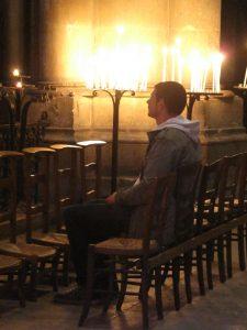 Notre-Dame de Vie : Oraison dans une église