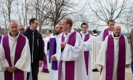 Prêtres consacrés à Notre-Dame de Vie
