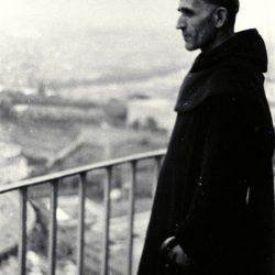 1938, Rome. Le Père Marie-Eugène domine la place St Pierre / Above St Peter, Vatican