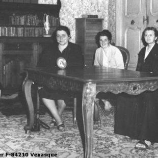 "1955, à ""l'Immaculée Conception"", établissement scolaire à Carpentras / In the school ""L'Immaculée Conception"" / 1955, en el Colegio de la Inmaculada Concepción en Carpentras (Francia)"