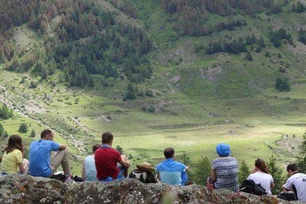 Jeunes oraison montagne