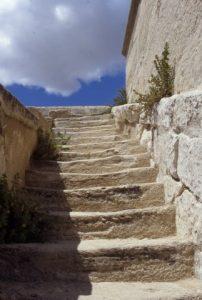 Escalier de pierres, Venasque
