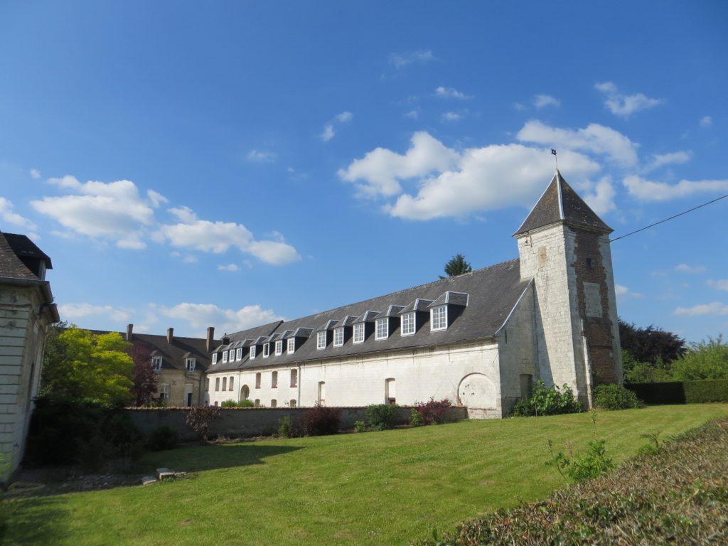 Abbaye-Aile Est vue du chemin