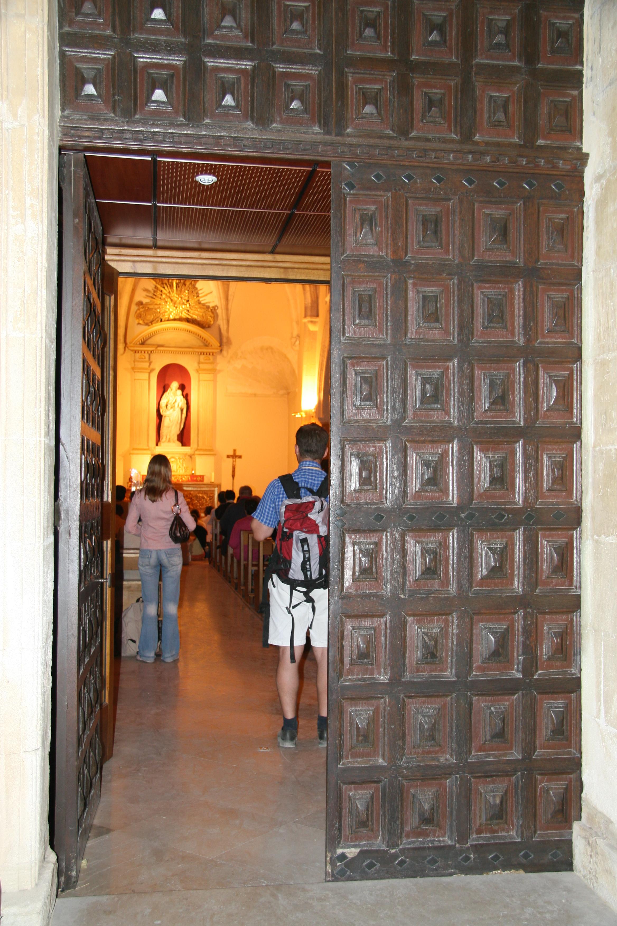 Sanctuaire de Notre-Dame de Vie - Porte ouverte