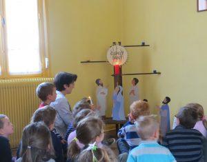 Abbaye-Prière à l'Esprit Saint avec les enfants