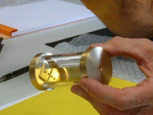 Zoom sur la capsule qui contiendra les reliques du P Marie-Eugène