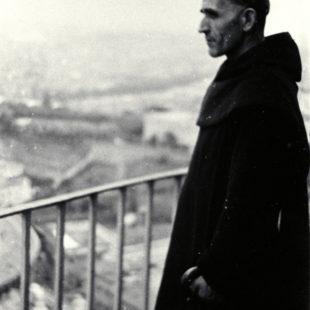 1938, Rome. Le Père Marie-Eugène domine la place St Pierre / Above St Peter, Vatican / 1938. El padre María Eugenio mirando la plaza de San Pedro, en el Vaticano.